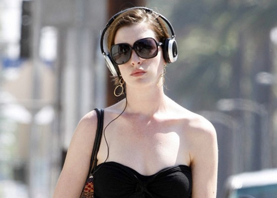 Anne Hathaway with headphones!!!