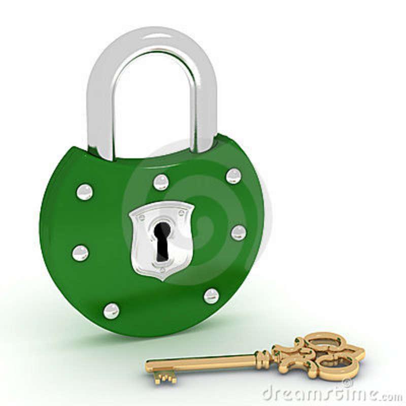 chave-verde-velha-do-cadeado-e-do-ouro-19445690
