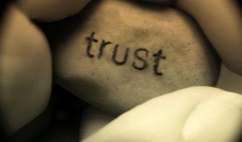 A chegada da inusitada confiança digital