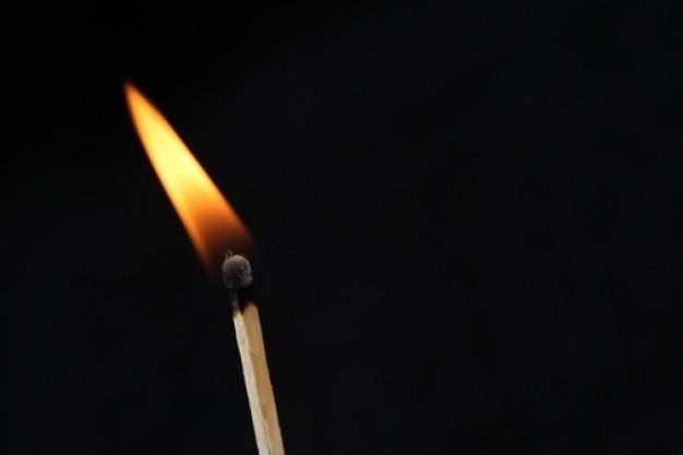 palitos-de-fosforo--o-fogo--fosforo-aceso--leve_3312344