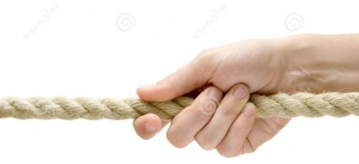 corda-puxando-da-mão-2118901