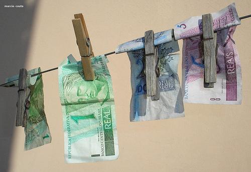 dinheiro-no-varal