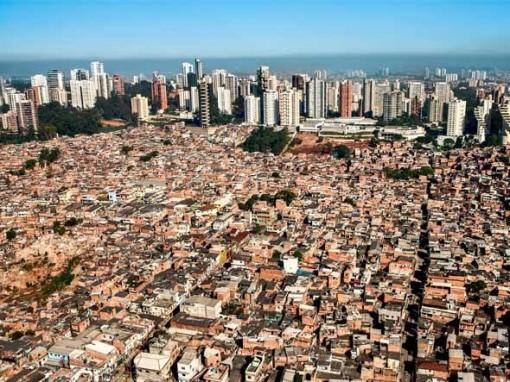 size_590_favela-sao-paulo