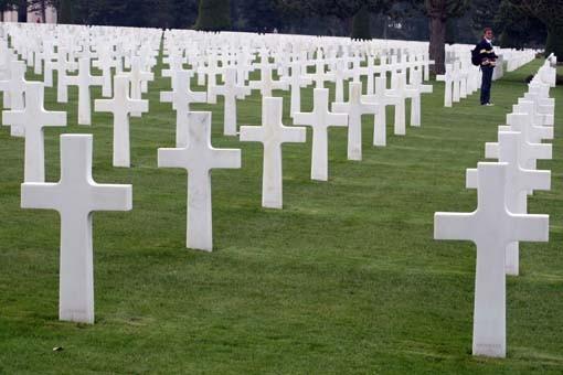 omaha-visitante-no-cemiterio-militar-norte-americano