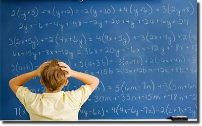 quadro_azul_matematica_formulas_garoto