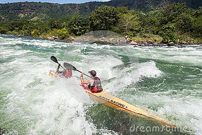 ao-da-corredeira-do-rio-da-raa-de-dusi-da-canoa-38101118
